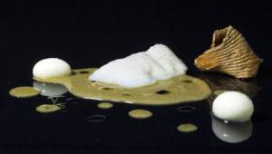 Les-Moles-Escrita-amb-salsa-de-suquet-mariner-i-nyoquis-de-patata-300x170
